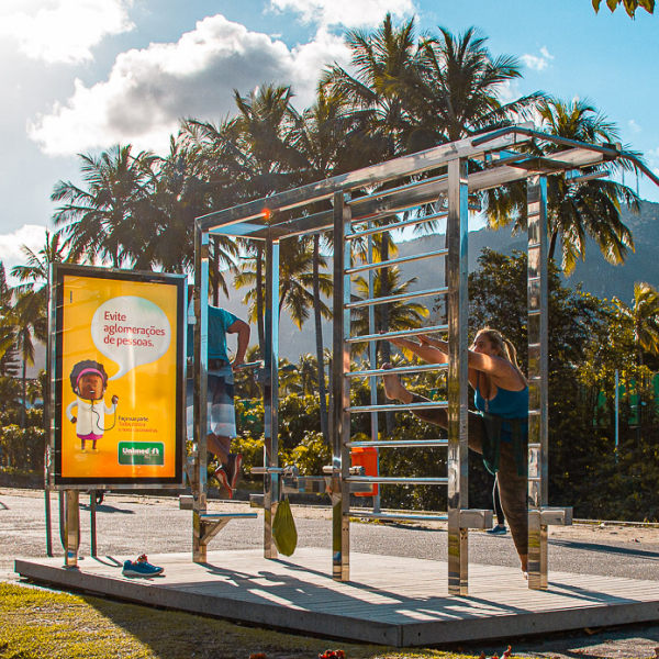 Estação Mude Curitiba com campanha Unimed